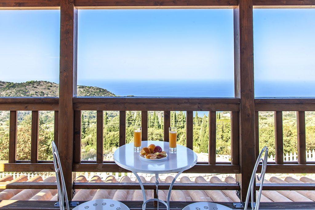 villa-vissala-arenaria-accommodation-lefkada-lefkas-upstairs-balcony