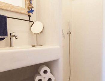 Bathroom 3: Bathroom in bedroom 3