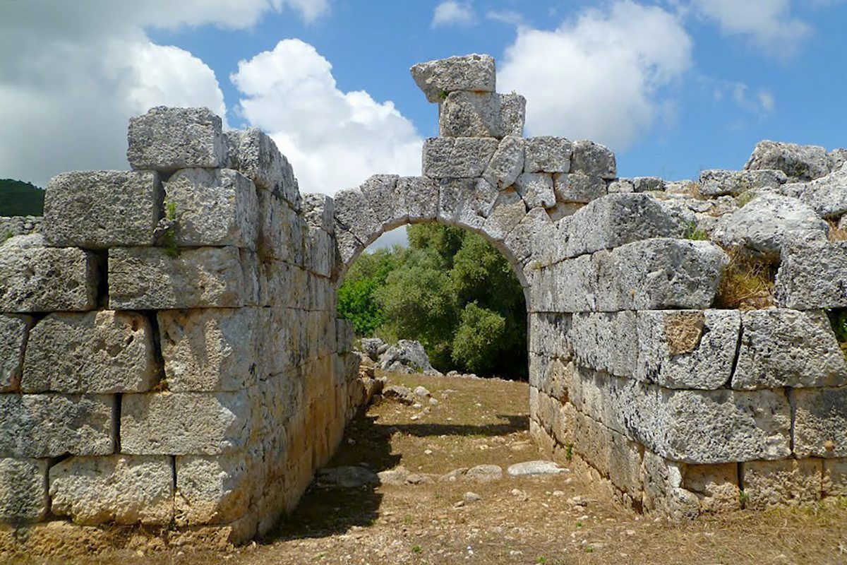 ancient-paleros-in-greece