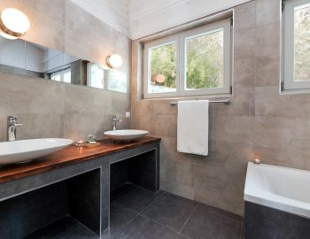 vasiliki-cottages-villa-afteli-accommodation-for-couples-and-adults-only-luxury-bathroom-with-bathtub