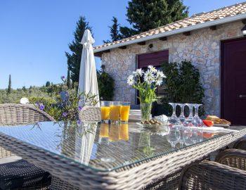 villa-alexandros-tsoukalades-lefkada-greece-dining-area