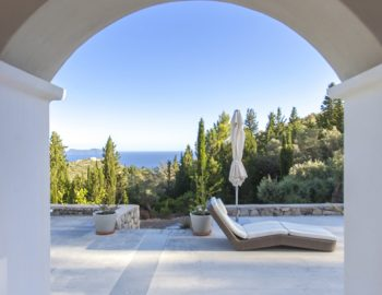 villa-amadeus-poros-lefkada-arch-way-with-sea-view