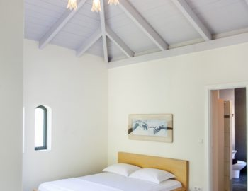 villa-amadeus-poros-lefkada-greece-master-bedroom-with-high-ceiling