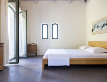 villa-amadeus-poros-lefkada-greece-master-independent-bedroom