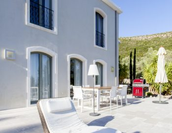 villa-amadeus-poros-lefkada-greece-outdoor-dining-bbq-facilities