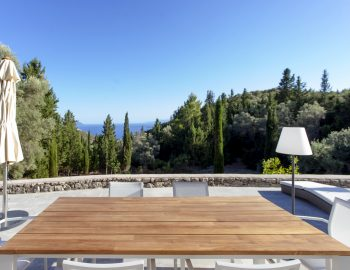 villa-amadeus-poros-lefkada-outdoor-dining-luxury-with-sea-view