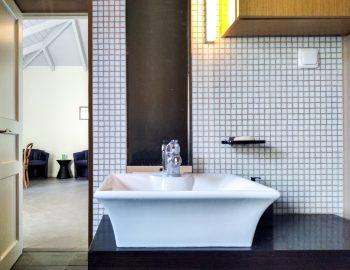 villa-amadeus-poros-mikros-gialos-lefkada-greece-ensuite-bathroom