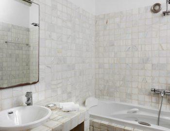 villa-amvrosia-agios-lazaros-mykonos-greece-bathroom-with-bathtub