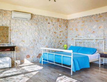 villa-anemus-sivota-lefkada-greece-master-bedroom-with-bathroom