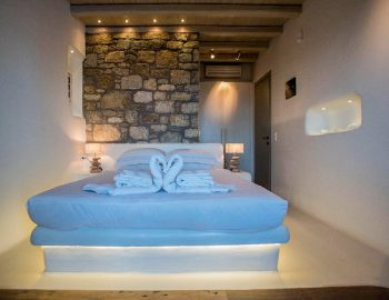 villa-assa-mykonos-greece-cyclades-islands-double-bedroom-lighting-feature