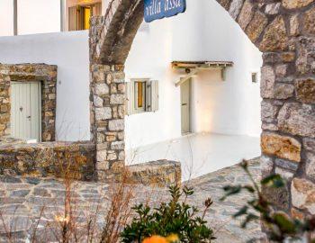 villa-assa-mykonos-greece-cyclades-islands-entrance-feature