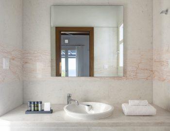 villa-athina-agios-lazaros-mykono-greece-bathroom-luxury