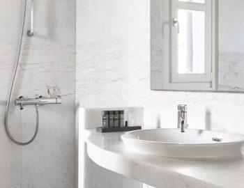 villa-athina-agios-lazaros-mykono-greece-bathroom-with-shower
