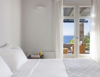villa-athina-agios-lazaros-mykono-greece-double-bedroom-with-private-access