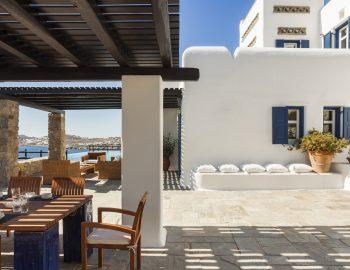 villa-athina-agios-lazaros-mykono-greece-outdoor-dining-area