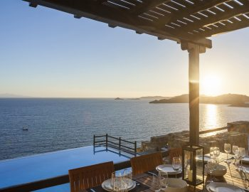 villa-athina-agios-lazaros-mykono-greece-outdoor-dining-area-with-pool-and-sea-view