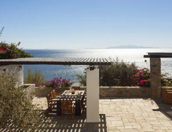 villa-athina-agios-lazaros-mykono-greece-outdoor-shaded-dining-area