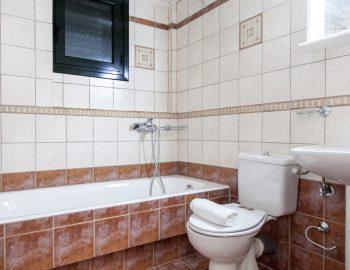 villa-endless-blue-kalamitsi-lefkada-greece-family-bathroom