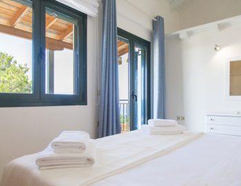 villa-endless-blue-kalamitsi-lefkada-greece-upstairs-bedroom