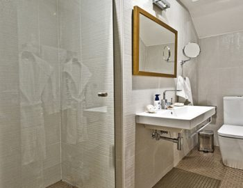 villa-giulia-karvouno-beach-sivota-epirus-greece-luxury-bathroom-with-shower