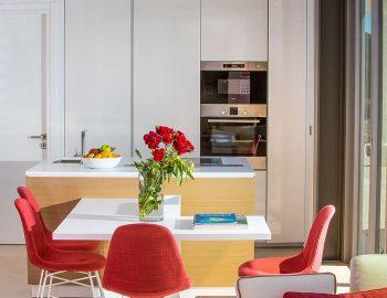 villa-glass-sivota-euripus-kitchen-dinner