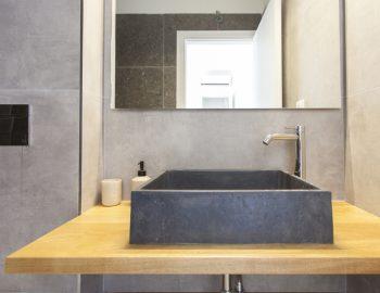 villa-idanos-dessimi-lefkada-greece-bathroom-concrete-feature