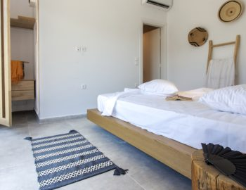 villa-idanos-dessimi-lefkada-greece-double-bedroom-with-closet-space