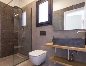 villa-idanos-dessimi-lefkada-greece-ensuite-bathroom-ground-level