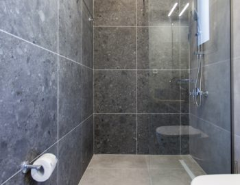 villa-idanos-dessimi-lefkada-greece-ground-level-bathroom-with-shower