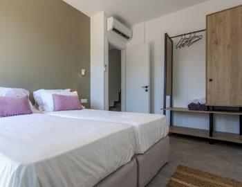 villa-idanos-dessimi-lefkada-greece-lower-level-twin-bedroom-with-closet-feature