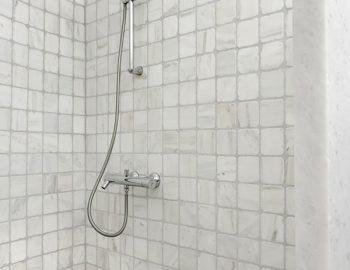 villa-irene-agios-lazaros-mykonos-greece-bathroom-shower