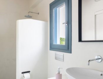 villa-klearista-kalamitsi-lefkada-greece-bathroom-shower