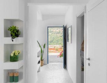 villa-klearista-kalamitsi-lefkada-greece-ground-floor-hallway