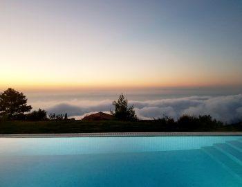 villa-klearista-kalamitsi-lefkada-greece-infinity-pool-with-cloud-view