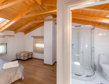 villa-loulou-nikiana-lefkada-bathroom-ensuited-bedrrom-double