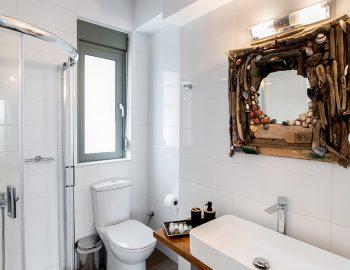 villa-loulou-nikiana-lefkada-bathroom-toilet