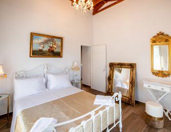 villa-loulou-nikiana-lefkada-bedroom-double-bed