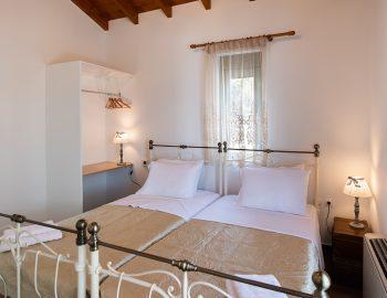 villa-loulou-nikiana-lefkada-bedroom-twin-bed-single