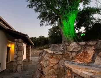 villa-loulou-nikiana-lefkada-by-night