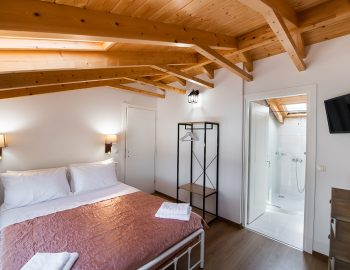 villa-loulou-nikiana-lefkada-double-beds-bedroom