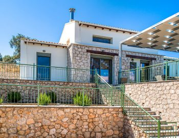 villa-loulou-nikiana-lefkada-greece-entrance-view