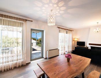 villa-loulou-nikiana-lefkada-interior-living-room-dining-area-