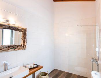 villa-loulou-nikiana-lefkada-toilet-bathroom-