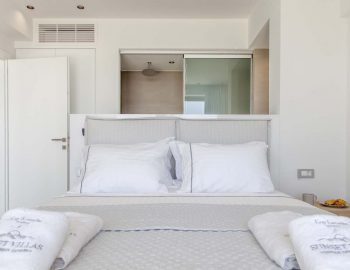 villa-michaela-cave-style-sivota-thesprotias-bedroom-double-bed-privacy-intertior