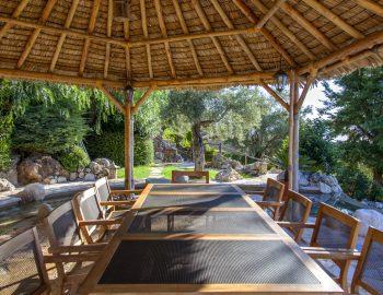 villa-mimoza-nidri-lefkada-luxury-accommodation-greece-outdoor-dining-with-straw-pergola