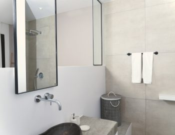villa-mouria-paleros-greece-bathroom