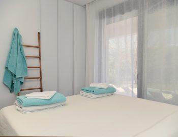villa-mouria-paleros-greece-blue-and-white-bedroom
