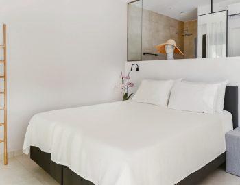 villa-mouria-paleros-greece-luxury-master-bedroom