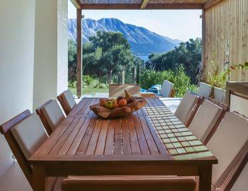 villa-mouria-paleros-greece-outdoor-dining