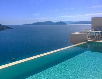 villa-ponti-vasiliki-lefkada-greece-infinity-pool-with-outdoor-dining